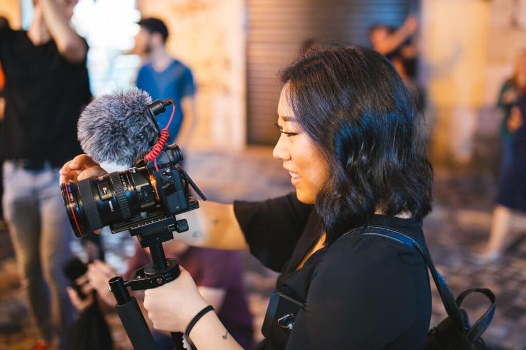 Cameras for Vlogging Image