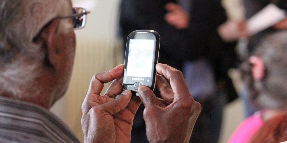 Smartphones for Seniors Image